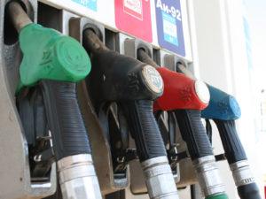 АЗС понижают розничные цены на топливо