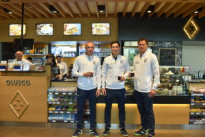На обновленном АЗК Glusco клиентов заправляли футболисты национальной сборной!